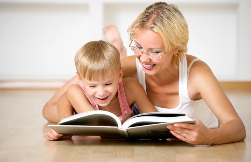 Resultado de imagem para filho lendo