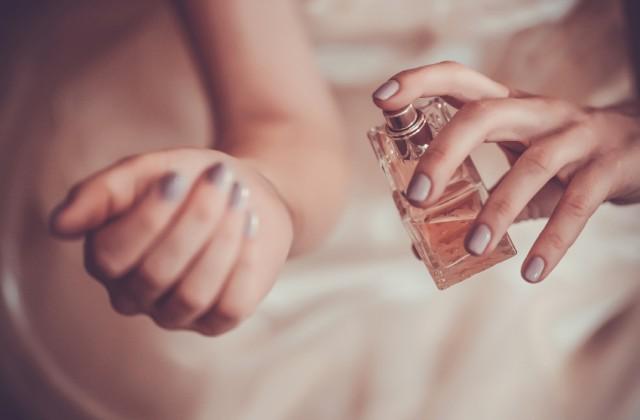 como usar perfume