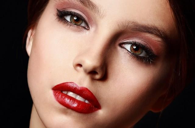 Para garantir uma maquiagem com qualidade é preciso cuidar da pele. Foto: Shutterstock