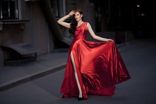 vestido com fenda