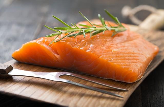 alimentos ricos em proteínas salmão