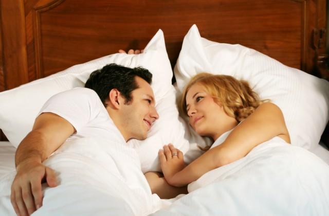 sexo bom doutíssima shutterstock carinho na cama