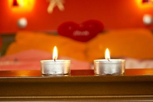 As velas são ótimas opções para deixar o ambiente mais acolhedor nas temperaturas baixas. Foto: Shutterstock