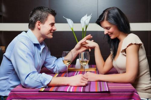 Vestir uma roupa sensual e manter um comportamento inocente é uma forma de provocação. Foto: Shutterstock