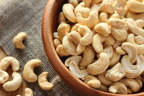 A castanha de caju é rica em magnésio, substância que evita acúmulo de gordura no corpo. Foto: Shutterstock