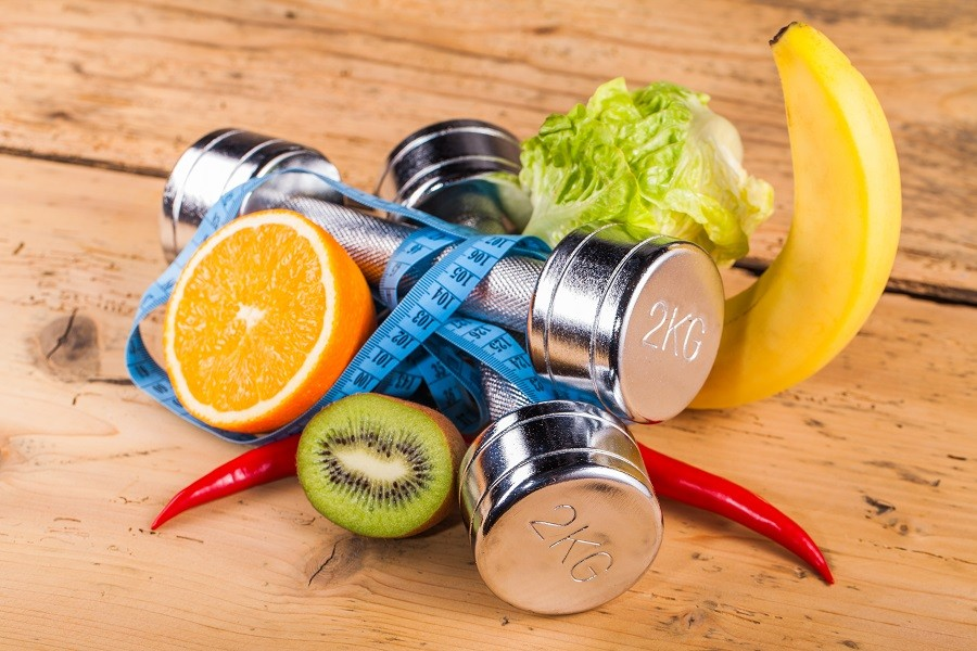 São muitas as polêmicas sobre quais alimentos ingerir antes se praticar uma atividade física. Foto: Shutterstock.