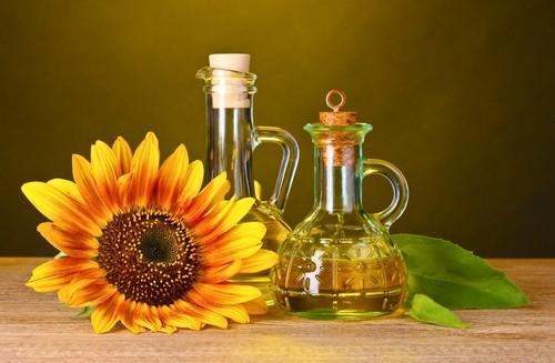 O óleo de girassol possui ômega 6 e é indicado para reparar áreas ressecadas da pele. Foto: Shutterstock