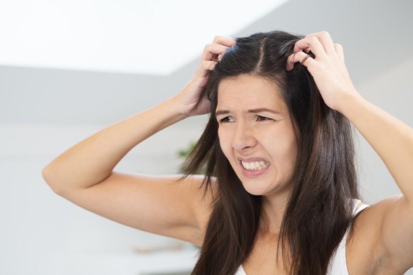 inflamação no couro cabeludo