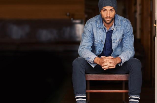 roupas masculinas doutíssima istock getty images homem na cadeira