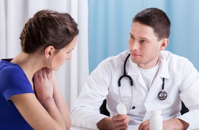 supergonorreia doutíssima istock getty images mulher no médico