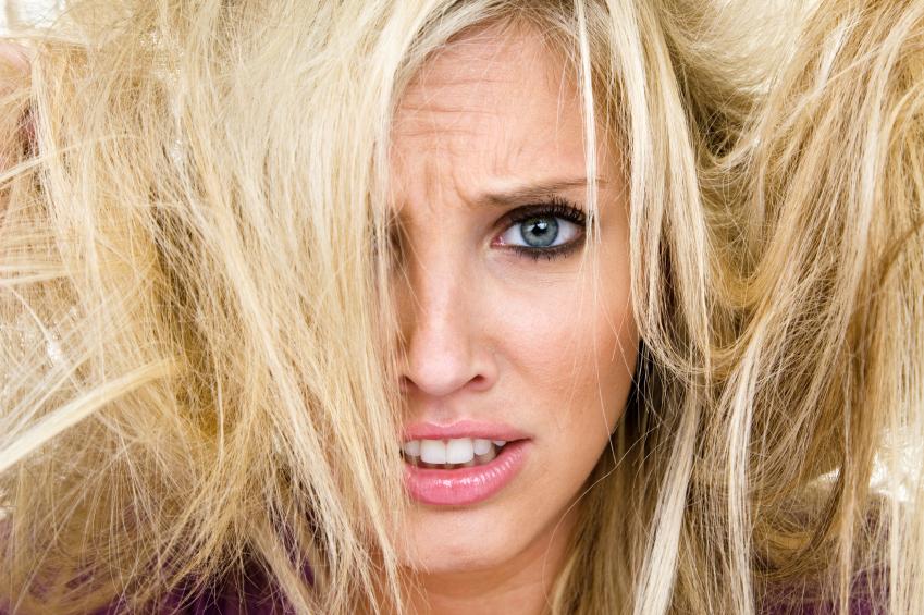 como tirar o frizz do cabelo