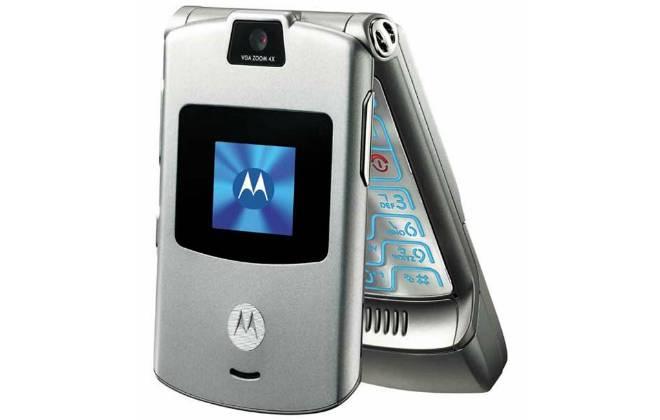 celebridades voltam a usar celulares antigos