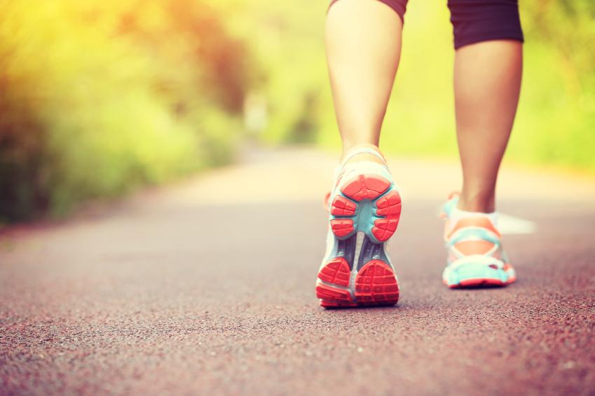 É possível emagrecer caminhando?
