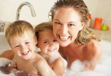 Tomar banho com os filhos