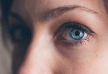 Maquiagem para quem tem olhos grandes