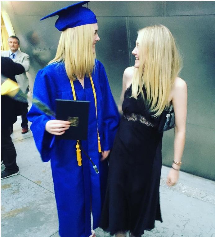 As irmãs Dakota e Elle, desde novas, estrelam filmes de sucesso. (Foto: Instagram)