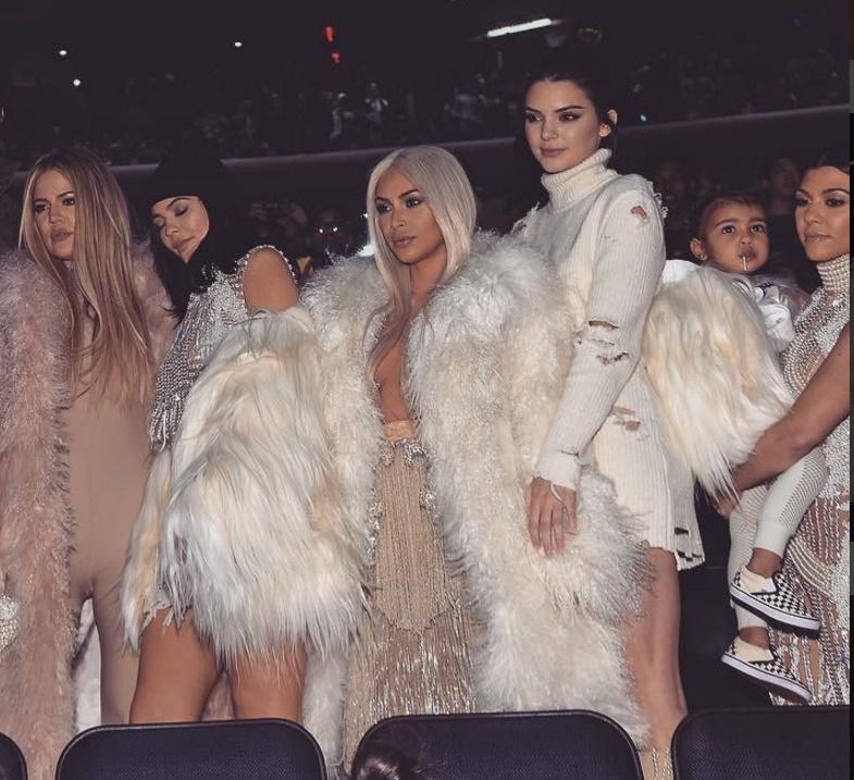 Você pode não gostar, mas é inegável que as Kardashian/Jenner são as irmãs mais famosas do mundo atualmente. (Foto: Instagram)