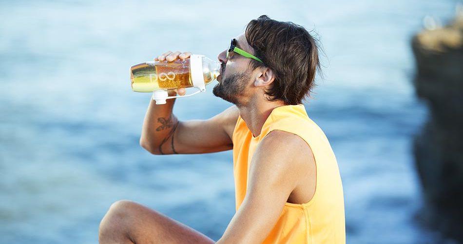 Bebidas com sabor como a Drinkfinity são uma alternativa para manter a hidratação diária. (Foto: Divulgação)