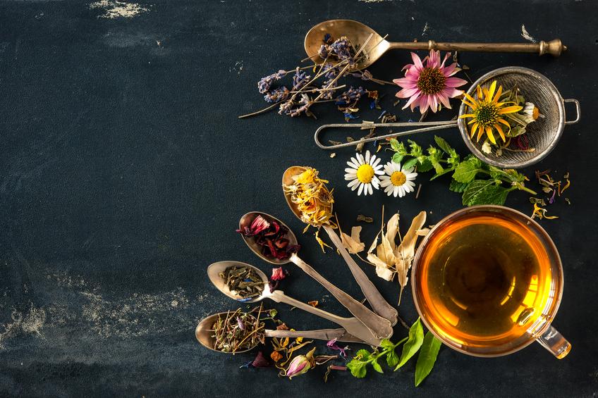 Confira os tipos de chá e formas de preparação da bebida. (Foto: Istock)