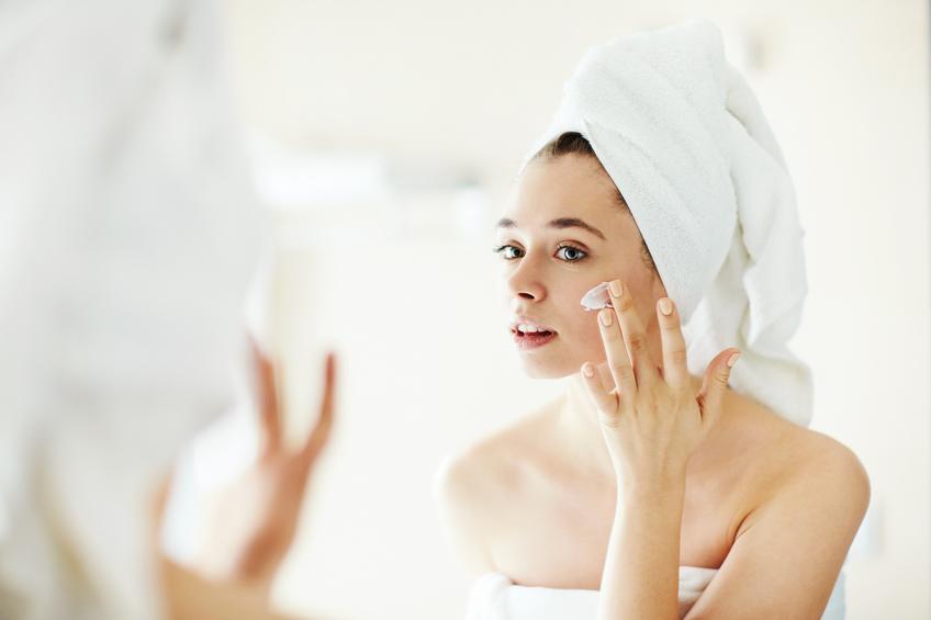 Confira algumas novidades de tratamento facial para manter a pele rejuvenescida. (Foto: Istock)