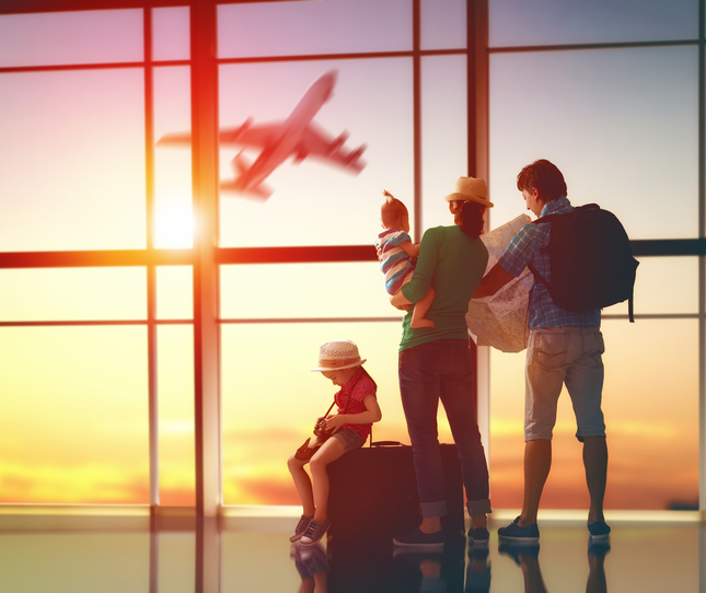 Confira dicas do que fazer ao viajar com crianças. (Foto: Istock)
