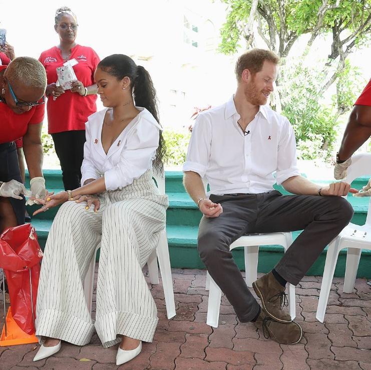 Rihanna e o príncipe Harry fizeram o exame de HIV no país da cantora. (Foto: Instagram)