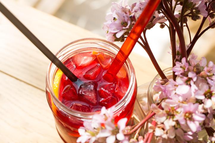 Confira receitas de chá gelado para se refrescar no verão. (Foto: Istock)