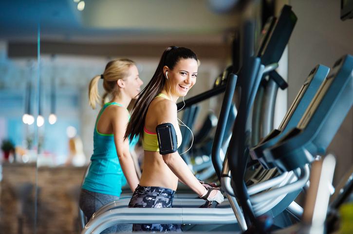 Entenda como caminhar pode reduzir inflamação no corpo. (Foto: Istock)
