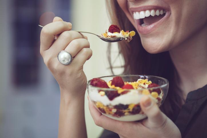 Conheça alimentos para saciar a vontade de comer doces. (Foto: Istock)